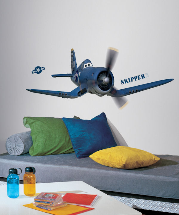 Disney planes skipper riley giant decal for Disney planes wall mural